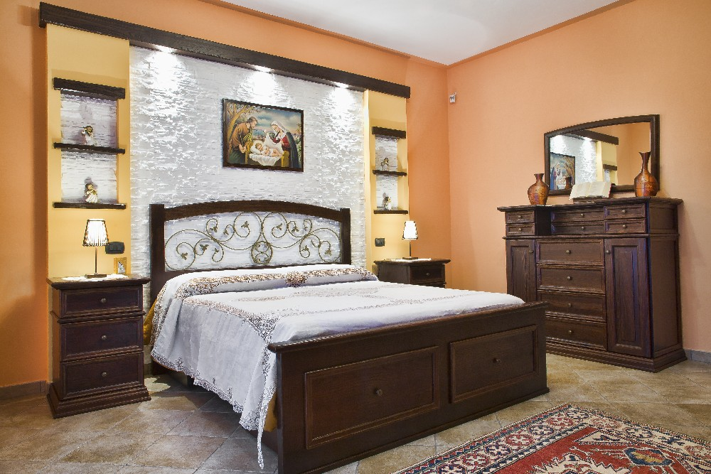 Camera da letto classica/arte povera. Linee semplici e classiche ...